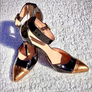 BCBG GENERATION Strappy Stilettos Gold & Black